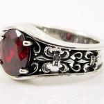 Garnet_silver_ring